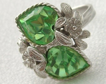 Vintage Sarah Coventry Ring Faux Peridot Love Story Hearts Size 5.5