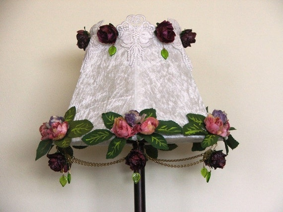 Royal Victorian Style White Velvet Table Lamp With Venice