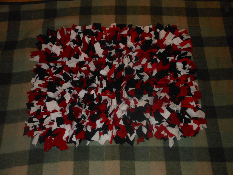 Recycled T Shirt Shag Rag Rug Red Black Whiterectangualr