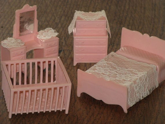Vintage miniature pink dollhouse furniture bedroom set plastic Plastic bedroom furniture