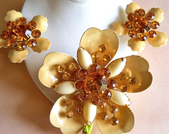 Flower Brooch and Earring Set Cream Enamel and Amber Rhinestone Vintage