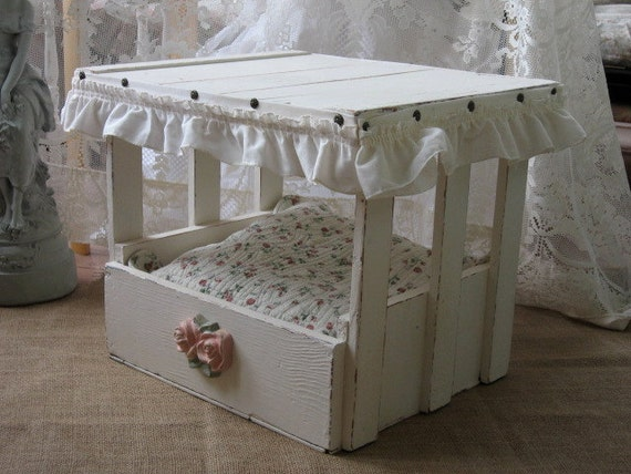 Reserved shabby chic pet bed cat bed small dog bed vintage for Schon diy shabby chic pet bed