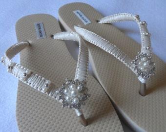 Bridal Ivory Flip Flops / Wedding Gold Ivory Color Flip Flops / Wedding  Flip Flops / Bridal Sandals / Bridesmaids Shoes / Weddings sandals.
