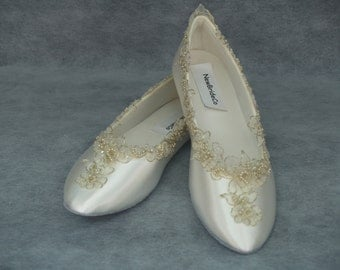 Champagne Wedding Flats Shoe elegantly gold trimmed, Champagne Ivory Bridal Flat Shoes, Gold, Leather Sole, Satin ballet slippers,