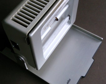 A rare Braun HUV 1 Cosmolux, a table top UV and IR light device, designed by Dieter Rams, Reinhold Weiss and Dietrich Lubs, 1964