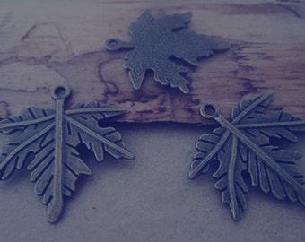20pcs of  Antique bronze Leaves pendant charm 25mmx27mm