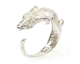 Sterling silver Cocodrile ring.