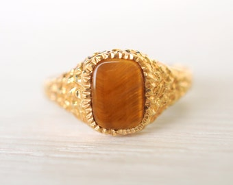 SALE .1980's vintage Tiger Eye 9k yellow gold signet ring/ gemstone ring // Strength