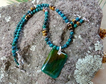 21 Inch Green and Golden Brown Agate Pendant Necklace with Earrings