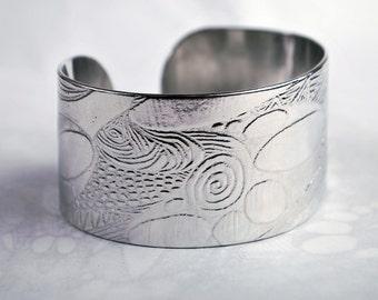 Spiral pattern design embossed cuff silver aluminium