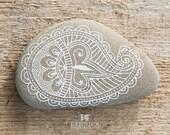 Painted rock / painted stone / decorative stones / mehndi ornament / art / home decor - NikaEthnica
