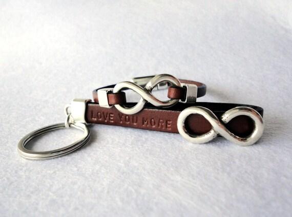 Infinito para parejas, Personalizado Conjunto de llavero y pulsera de cuero para el y para