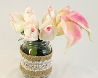 Real Touch Cream Tipped Light Pink Bud Roses and Calla Lilies Burlap Arrangement Artificial Faux Flowers for Home Decor Silk Arrangement