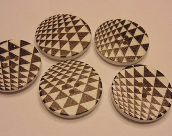 5 large retro printed wood buttons, 30 mm (B4)