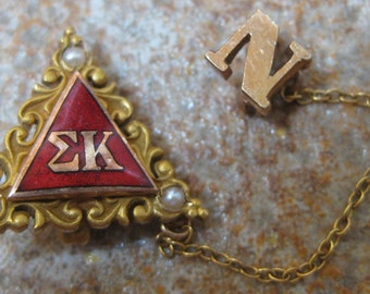 """SIGMA KAPPA SORORITY Pin 10k Yellow Gold Marquette University Red Enameling Seed Pearls 2 Pcs """"kwr"""" and an """"n"""" initial Pin"""
