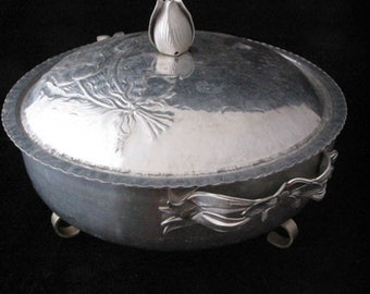 Rodney Kent Hammered Aluminum Footed Covered Serving Casserole Dish with Tulip Design Vintage 1950s