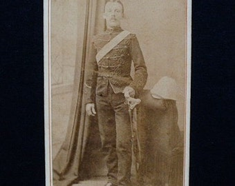 Carte-de-visite, antique, a British soldier in full uniform with a pith helmet and sword. Blank reverse.  19th. century.