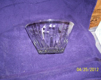 Princess House Heritage Serving Bowl, heavy and thick glass
