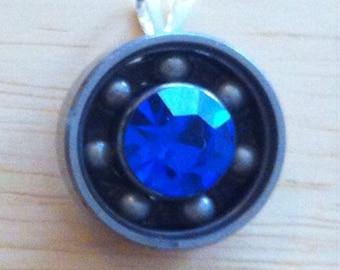 Large stone bearing necklace
