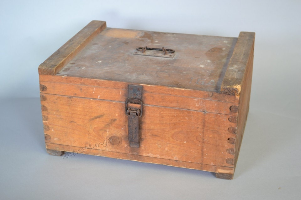 Rare vintage wooden milk crate delivery box all original for Where can i buy wooden milk crates