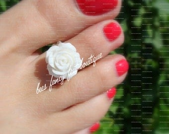 Toe Ring - White Rose - Flat Back Embellishment - Stretch Bead Toe Ring