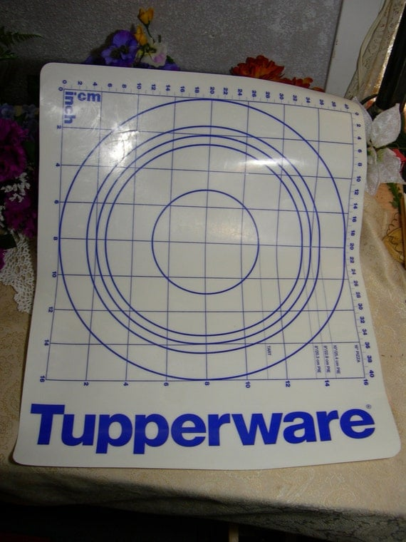 Tupperware Blue And White Pastry Pie And Tart Mat Sheet