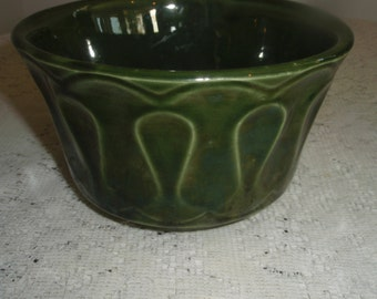 McCoy Floraline Planter in Retro avocado green  Vintage collectible McCoy art pottery from 1960's