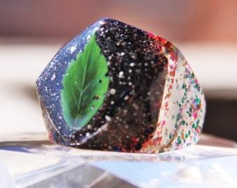 Handmade big ring for women,gir..Material rezin,glitter,size 9,good for gift,good for party.