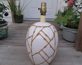 Vintage Basket weave lamp from the 70's