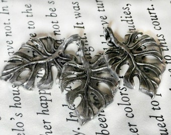3 Antiqued Silver Leaf Charms, Pendants, Metal, Jewelry Making, Craft Supply, 067