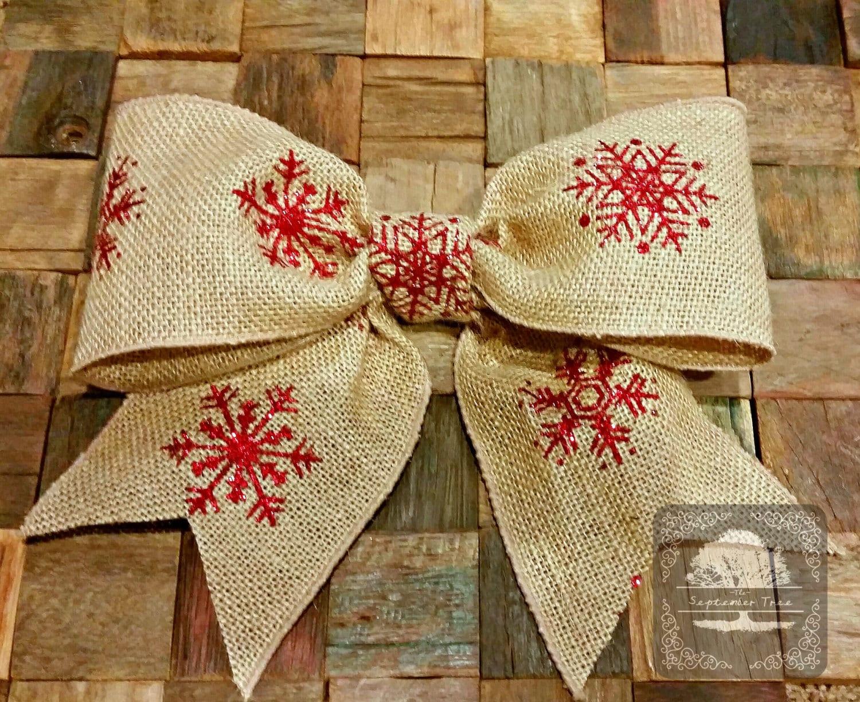 Everybody loves christmas burlap bow christmas wreath for Burlap christmas curtains