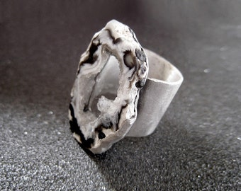 Handmade sterling silver druzy ring with agate slice gray and white with black spots. Ready to ship