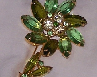 Pretty Spring time Green Crystal Brooch