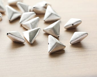 2 pcs of Silver Brushed Triangle Faceted brass Beads - 23 mm