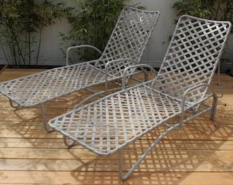 Pair of vintage brown jordan tamiami chaise lounges for Brown jordan tamiami chaise