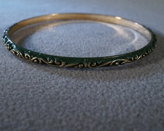 vintage gold tone and green enamel bangle bracelet with gold tone swirling accents   M
