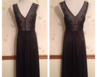 Beautiful Black Lace Vintage Slip / Nightgown by JC Penny. Size M/L