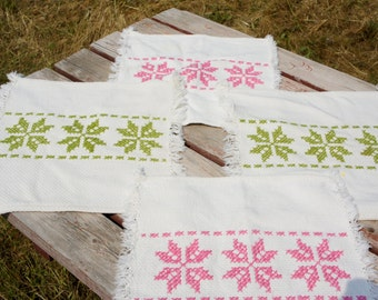 Popular items for square placemats on etsy for Small square placemats