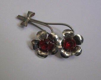 Beautiful, BIG flower brooch made of metal. Fashion jewelry. Probably from the period around 1970 / 80. VINTAGE