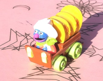 Vintage 1987 Muppets Inc. Playskool Inc. Grover Covered Wagon Car
