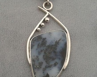 Plume agate pendent
