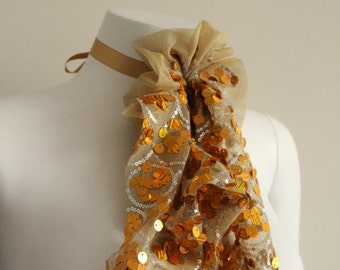 Chain of fabric with sequins.