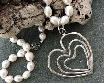 "Solid Silver Hearts & Pearls necklace ""Pearl of Hearts"""