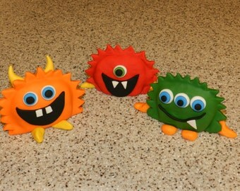 3x 3D Cute Monsters Cake Topper