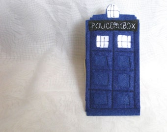 Felt TARDIS Magnet