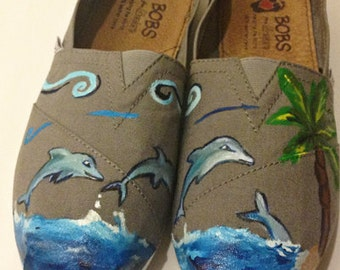 Dolphin Toms