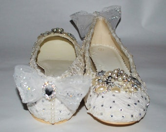 Vintage Lace Bridal Ballet Flats with Embellished Toes
