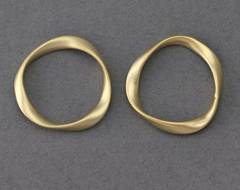 Round Brass Connector . Jewelry Craft Supply . 16K Matte Gold Plated over Brass  / 2 Pcs - AC154-MG