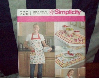 Simplicity craft pattern including apron, placemat, and table runner