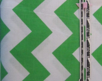 "1 yard 32"", Green and White Chevron Fabric by the yard, 100% Cotton, Green Zig Zag Fabric, Green Chevron Fabric"